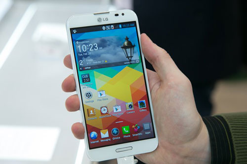 4 smartphone chinh hang tam gia 10 trieu dong dang mua - 3