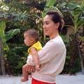 Làng sao - Con trai Á hậu Thiên Lý theo mẹ về thăm quê