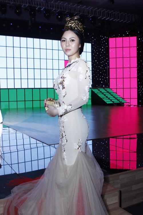 angela phuong trinh long lay nhu cong chua - 13