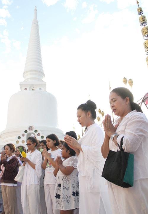 kham pha le hoi phat giao lon nhat thai lan - 10