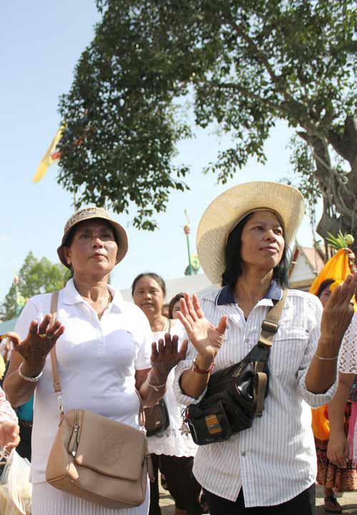 kham pha le hoi phat giao lon nhat thai lan - 13