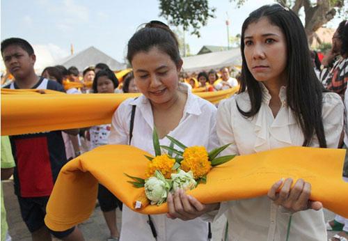 kham pha le hoi phat giao lon nhat thai lan - 5
