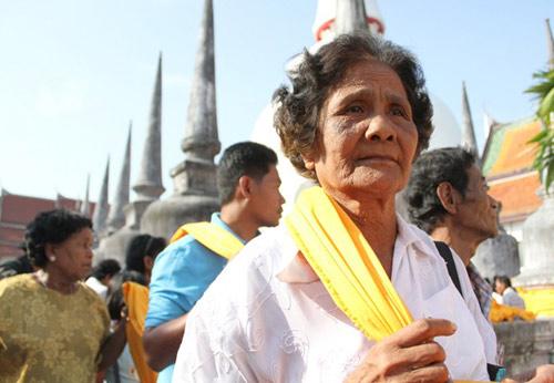 kham pha le hoi phat giao lon nhat thai lan - 6