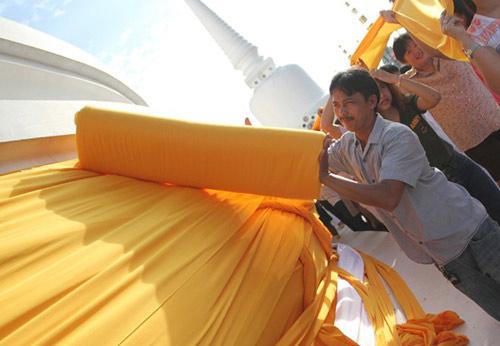 kham pha le hoi phat giao lon nhat thai lan - 7