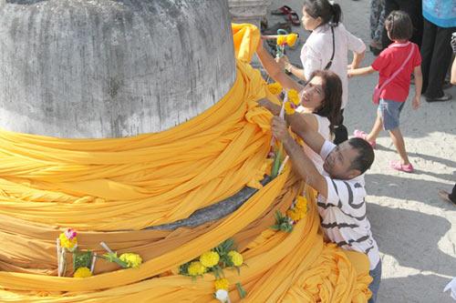 kham pha le hoi phat giao lon nhat thai lan - 8