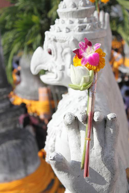 kham pha le hoi phat giao lon nhat thai lan - 9