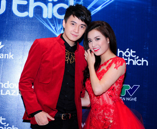 me cham soc hoang thuy linh truoc gio len song - 11