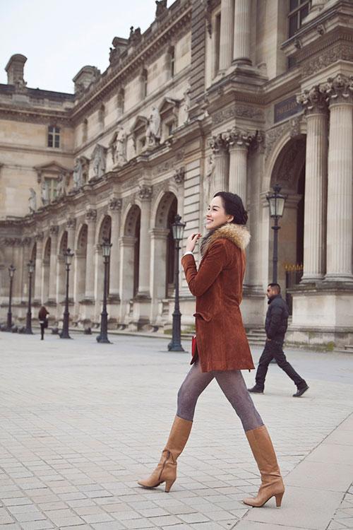 Mai Phương Thúy rạng ngời trên đường phố Paris-10