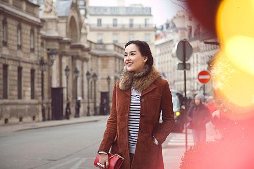 Mai Phương Thúy rạng ngời trên đường phố Paris-4