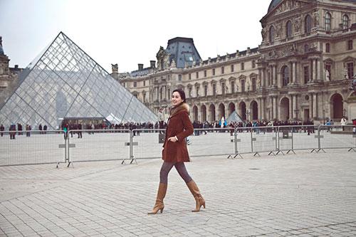 Mai Phương Thúy rạng ngời trên đường phố Paris-6