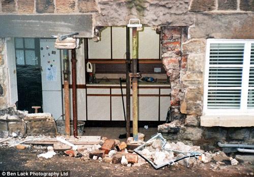 Ngôi nhà 'xui xẻo' bị đâm 40 lần trong vòng 14 năm-5
