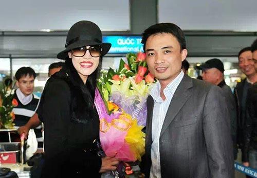 thu phuong va chong duoc chao don o san bay - 1