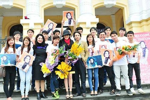 thu phuong va chong duoc chao don o san bay - 9