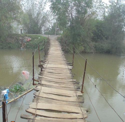 """Khiếp sợ khi đi qua cây cầu """"ma ám"""" ở Hà Nội-1"""