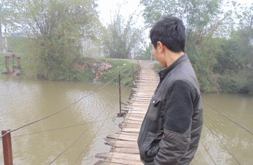 """Khiếp sợ khi đi qua cây cầu """"ma ám"""" ở Hà Nội-2"""