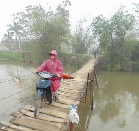 """Khiếp sợ khi đi qua cây cầu """"ma ám"""" ở Hà Nội-3"""