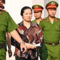 Tin tức - Vợ bí thư xã đốt xác phi tang chối tội trước tòa