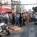Tin tức - Mẹ ôm xác con gào khóc giữa đường phố Sài Gòn