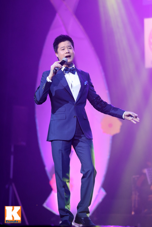 Tùng Dương được fan nữ ôm hôn trên sân khấu-8