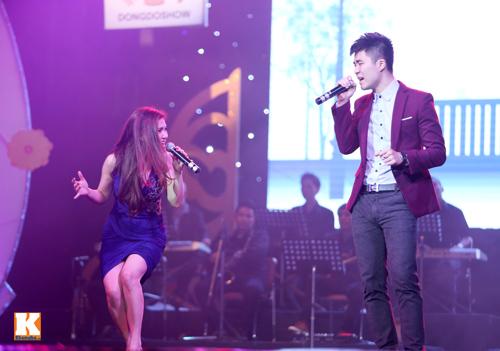 Tùng Dương được fan nữ ôm hôn trên sân khấu-16