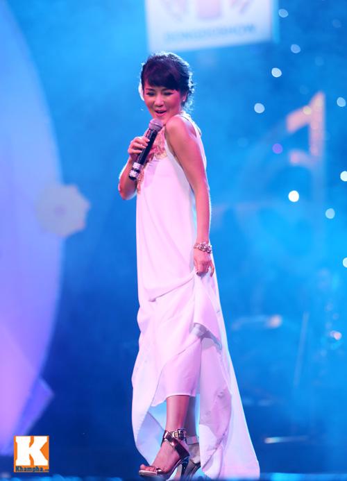 Tùng Dương được fan nữ ôm hôn trên sân khấu-13