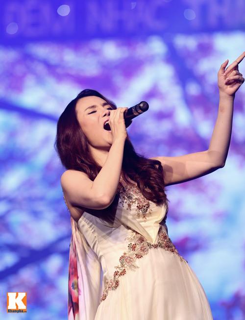 Tùng Dương được fan nữ ôm hôn trên sân khấu-11