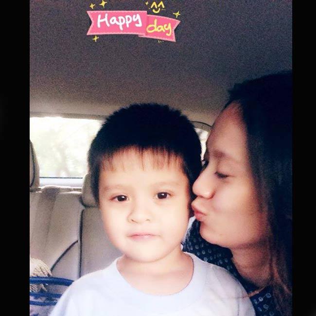 Cậu bé Cà Phê con trai của diễn viên Thanh Thuý và NS hài Đức Thịnh hiện đã đi học mẫu giáo. Cậu bé càng lớn càng khôi ngô, đẹp trai.