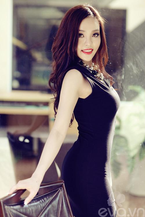Váy đen hẹn hò quyến rũ ngày 8-3-4