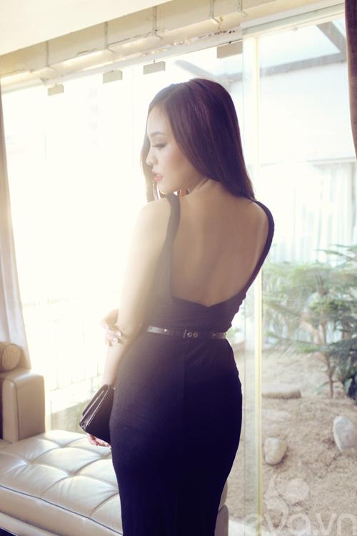 Váy đen hẹn hò quyến rũ ngày 8-3-6
