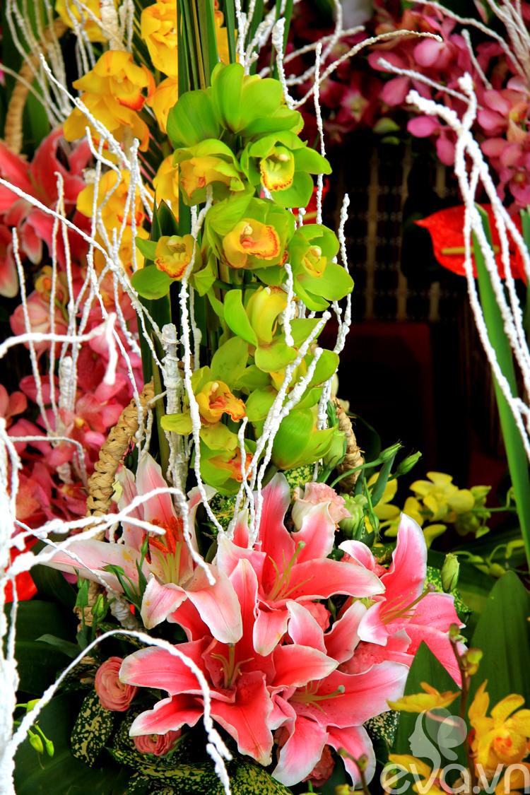 Hoa tặng phái đẹp 8/3 chỉ từ 100 nghìn đồng