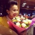 Làng sao - Thanh Hằng rạng rỡ khi nhận được hoa 8-3