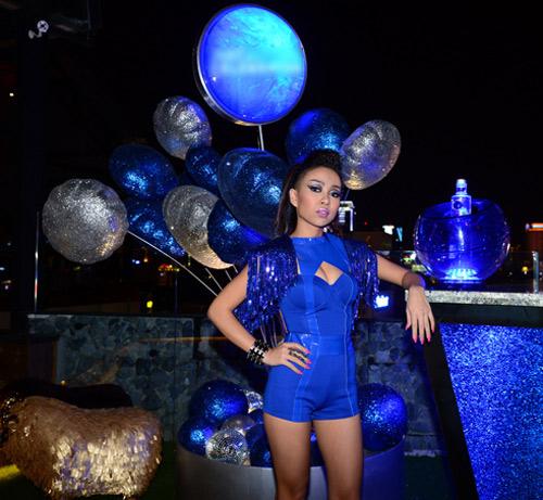 Thảo Trang sexy khoe đường cong trên sân khấu-1