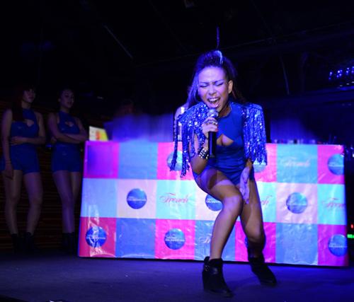 Thảo Trang sexy khoe đường cong trên sân khấu-10