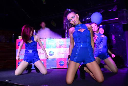 Thảo Trang sexy khoe đường cong trên sân khấu-13