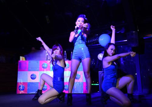 Thảo Trang sexy khoe đường cong trên sân khấu-14
