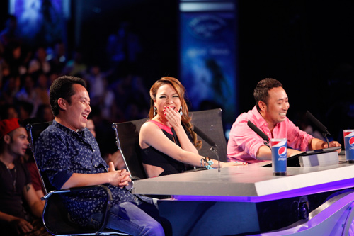 """vn idol: nhat thuy tro thanh """"con ac mong"""" - 1"""
