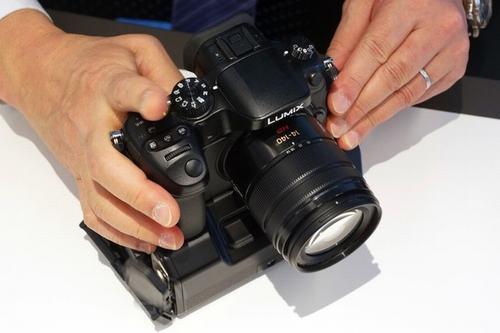 mirrorless quay phim 4k cua panasonic gia 1700 usd - 1