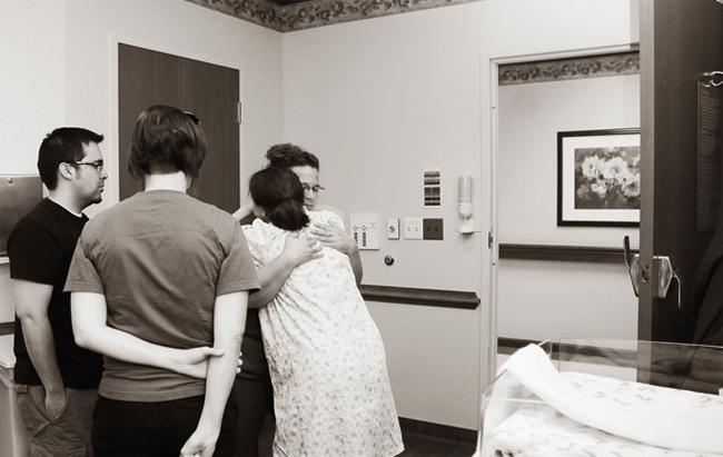 Vì trong thai kỳ, Mary Oliver không tăng quá nhiều cân nên chị đã quyết định sinh thường để đón con chào đời.