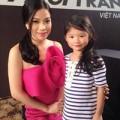 Thời trang - Con gái Trương Ngọc Ánh sành điệu bên cạnh mẹ