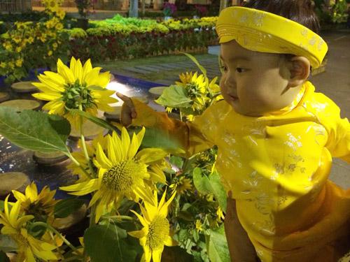 hh huong giang khoe con gai sap tron 1 tuoi - 7