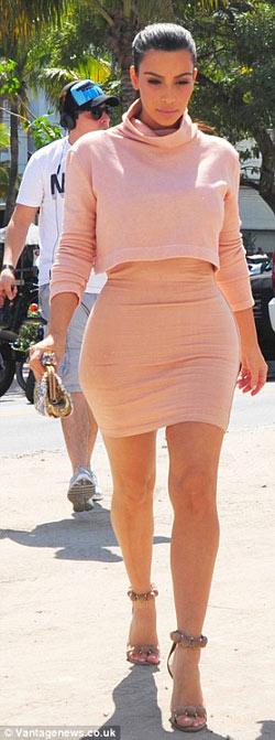 kim kardashian khoe bung 'sieu phang' - 5