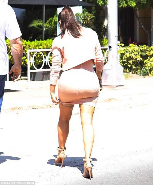 kim kardashian khoe bung 'sieu phang' - 7
