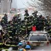 Lính cứu hỏa New York xả thân cứu hộ trong đống đổ nát