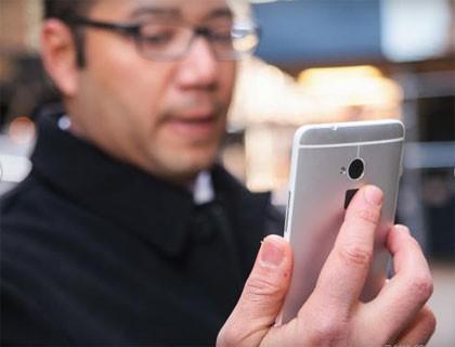 lua chon smartphone mo khoa bang van tay - 3
