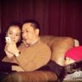 Làng sao - Triệu Vy đi phi cơ riêng cùng chồng con