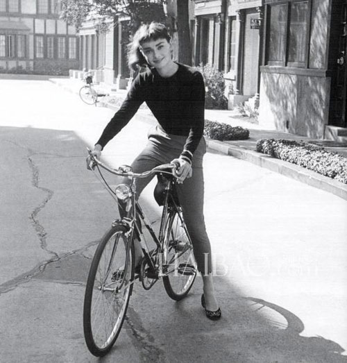 loat anh street style quy gia cua audrey hepburn - 7
