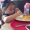 """Làm mẹ - """"Sửa"""" chế độ ăn giúp bé 3 tuổi hết còi"""