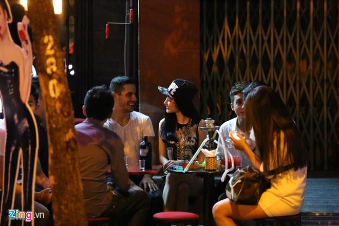 phuong trinh cung vu cong di choi khuya - 4