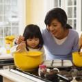 Làm mẹ - Học mẹ Nhật dạy con bếp núc từ 4 tuổi