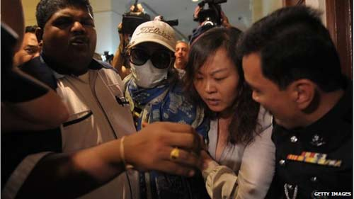 nguoi nha hanh khach mh370 noi loan o malaysia - 3